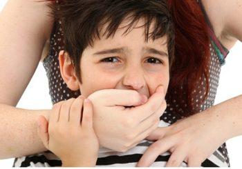 Donna americana rapisce i figli al padre italiano, tra falsificazioni al Photoshop e l'inadeguatezza del Tribunale per i minorenni